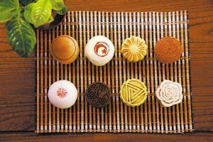 What do Chinese people eat for Mid-Autumn festival?